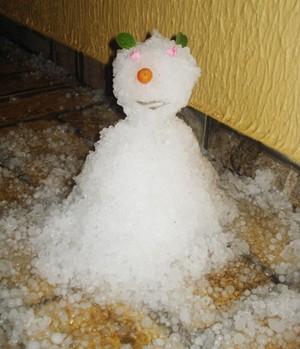 Moradores da zona leste fizeram até boneco de gelo (Jacqueline/VC NO SCA)