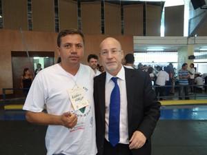 Luiz Bittencourt (analista de Qualidade), Edson Eduardo Pramparo (gerente hospitalar) e Alvimar Muniz (1º tesoureiro) participam da solenidade