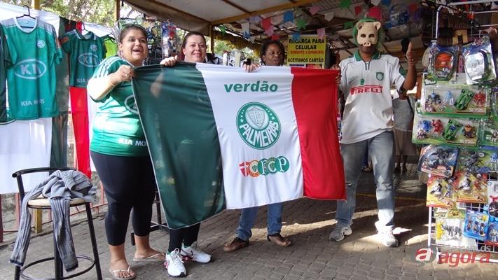 Palmeirenses no Centro de São Carlos. (Foto: Milton Rogério / SAC)