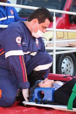 """Socorro às """"vítimas"""" no Poupa Tempo (Foto: Tiago da Mata / SCA)"""