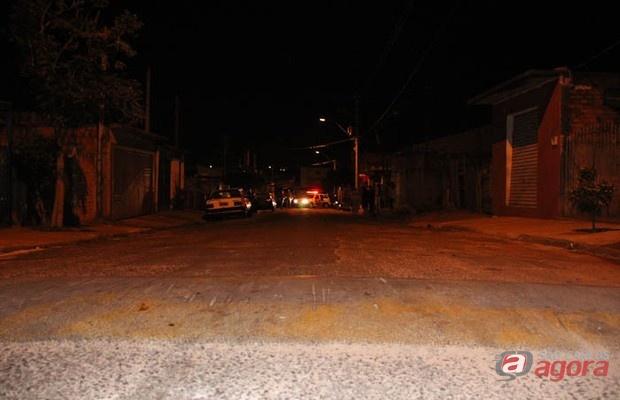 Motorista perdeu o controle após passar sobre a lombada na rua Carlos Paschoalino.
