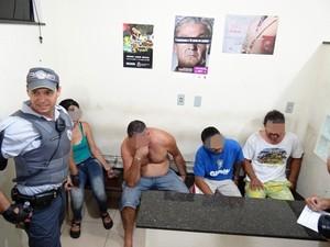 Várias pessoas foram detidas e encaminhadas ao plantão policial. (Marcos Oliveira)