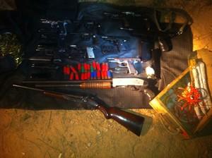 Armas apreendidas durante operação da Rota em Várzea Paulista (foto: SSP/SP).