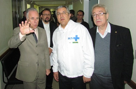 http://media.saocarlosagora.com.br/uploads/visitaministrosaude0000.jpg