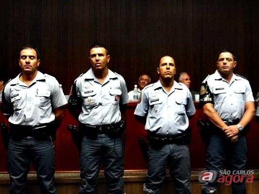 http://media.saocarlosagora.com.br/uploads/policiais-destaques-do-ano2.jpg