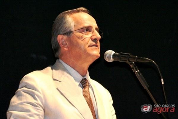 http://media.saocarlosagora.com.br/uploads/posse-prefeito-e-vereadores-eleitosaltomani4.jpg