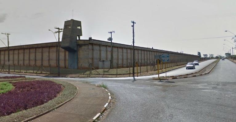 http://media.saocarlosagora.com.br/uploads/penitenciariaararaquara.jpg