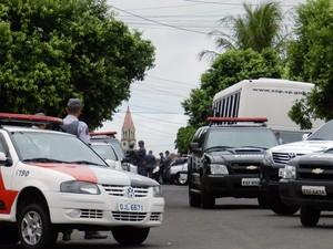 Operação contou com dezenas de viaturas e policiais militares e civis