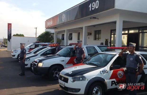 Em Porto Ferreira policiais prestaram homenagem defronte a sede da 4ª CIA.