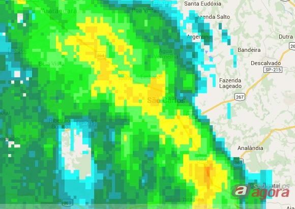 Radar do IPMET mostra forte chuva sobre São Carlos.