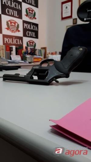 Arma que foi usada para matar Luciano. (foto Milton Rogério)