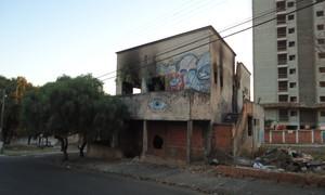 Prédio abandonado trazia muito medo para moradores na Vila Costa do Sol.