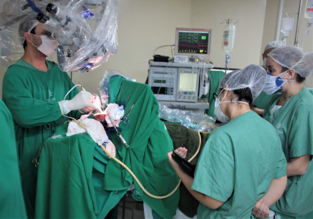 Médicos da Santa Casa operam cérebro com paciente acordada – São Carlos Agora